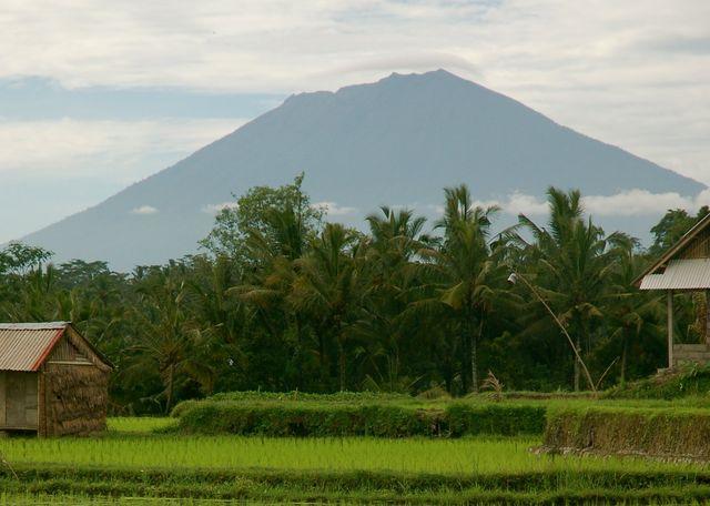 Вулкан Агунг, Индонезия