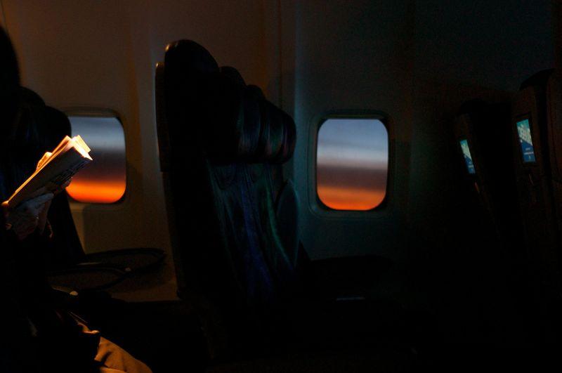 Место в самолете возле иллюминатора