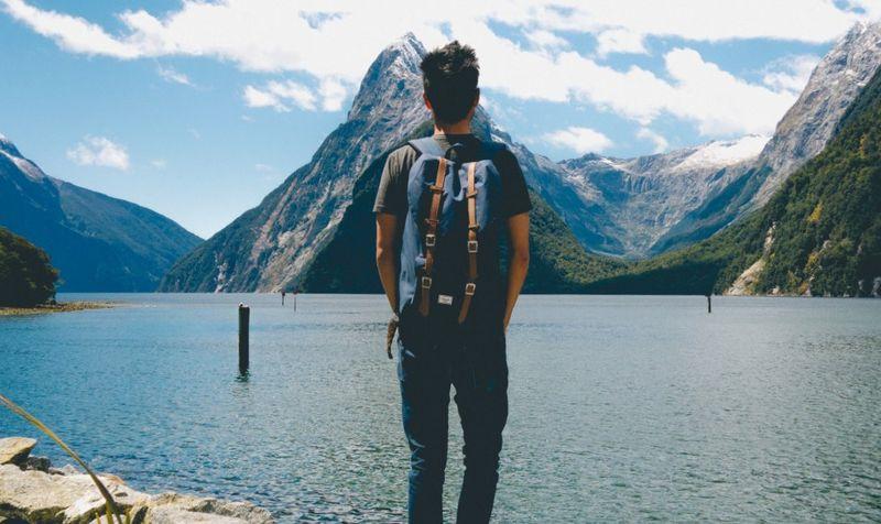Путешественник на озере