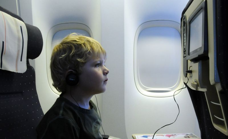 Ребёнок в самолёте