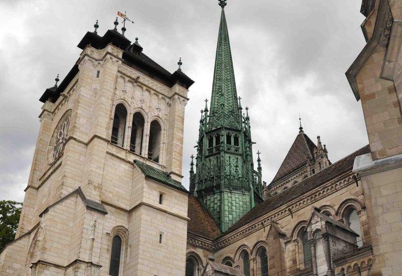 Башня собора Сен-Пьер в Женеве