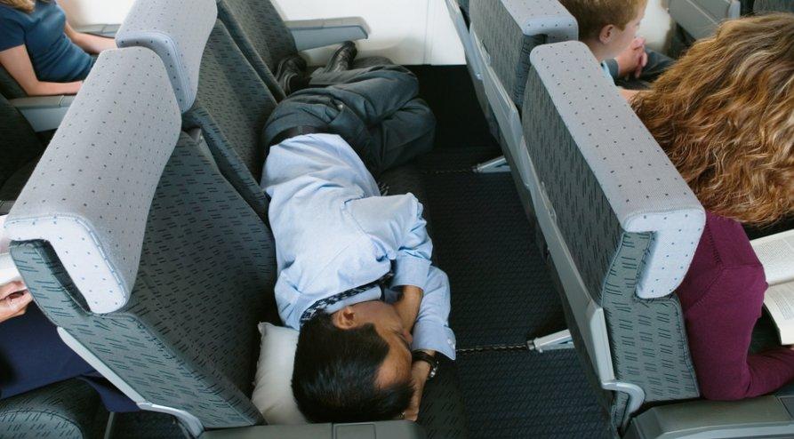 Как заснуть в самолете