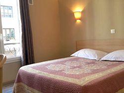 Бюджетный Angleterre Hotel в Париже
