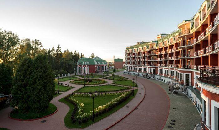 Империал Парк Отель & SPA, гостиница с бассейном