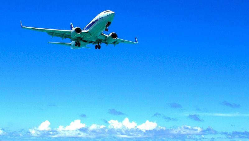 Самолет в облаках