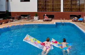 Понтос, недорогой гостевой дом в Витязево с бассейном