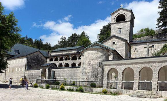 Черногорский монастырь в Цетинье, архитектура, паломники