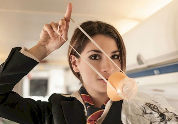 Зачем в самолете кислородные маски