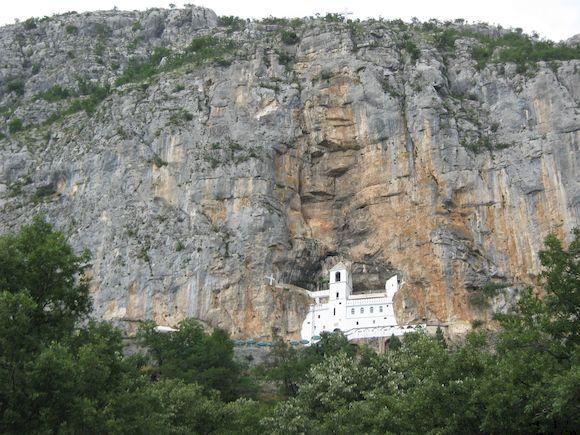 Острожский монастырь в Черногории, фото