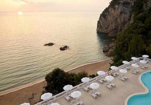 Пляж Агиос Гордиос в Греции с белым песком