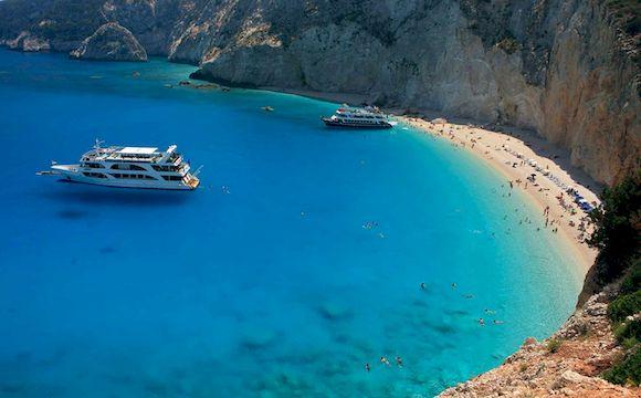 Пляж Эгремни в Греции с белым песком