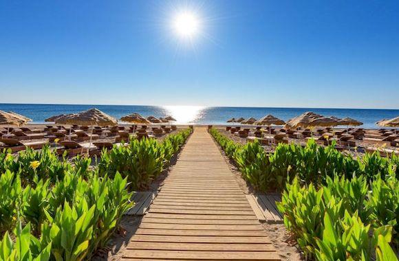 Пляж Каллифея в Греции с белым песком