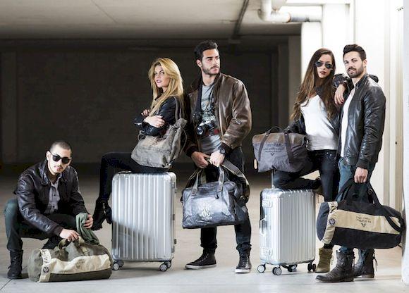 8 вещей, которые не следует носить за границей