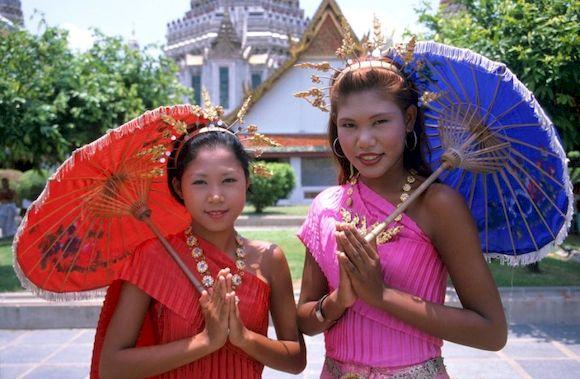 Правила поведения при приветствии в Таиланде
