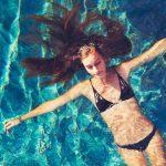 При какой температуре воды можно купаться в море