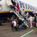 Как перевезти коляску в самолете