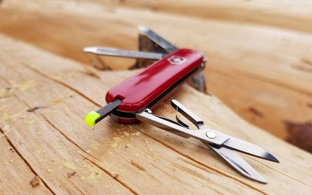 Складной перочинный нож из Швейцарии