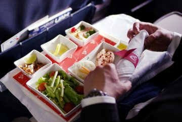 Как пронести еду и напитки в самолет