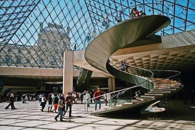 Внутри Лувра