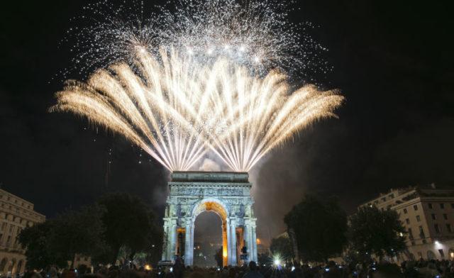 Арка в Париже на новый год