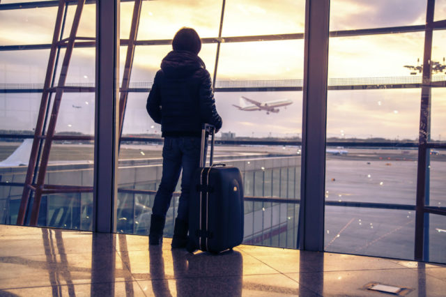 аэропорт за стеклом