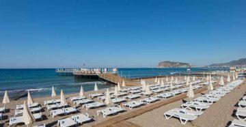 Пустой пляж в Турции в ноябре