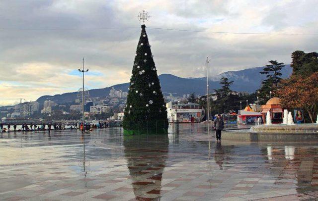 Новогодняя елка в Ялте