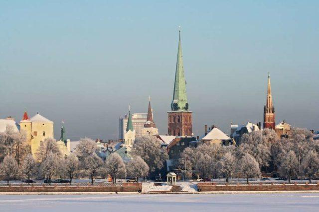 Город Рига в снегу