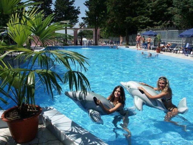 Бассейн в Сочи в июле