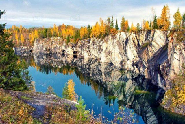 Рускеала парк осенью