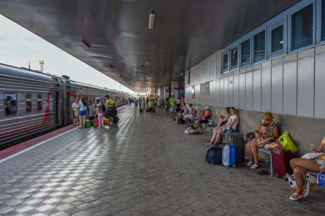 Ожидание поезда в Анапе