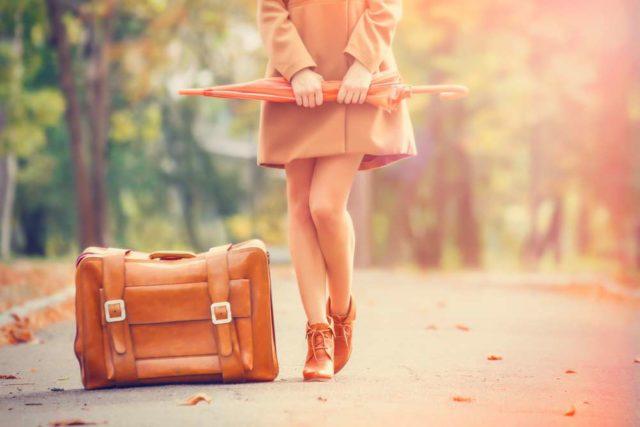 Пассажирка с чемоданом
