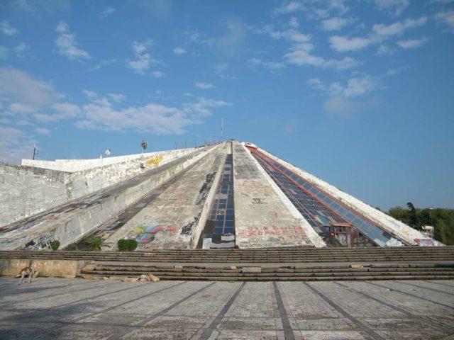 Пирамида в Тиране