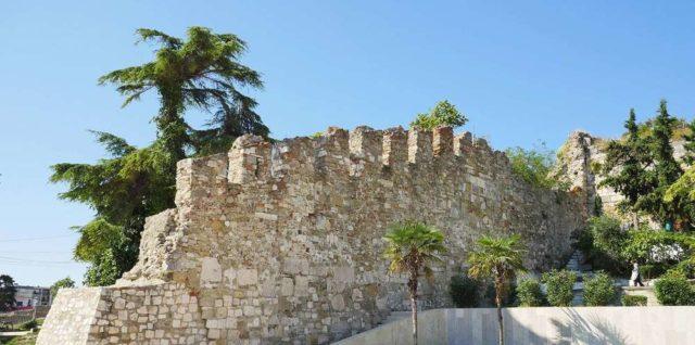 Фрагменты крепостных стен