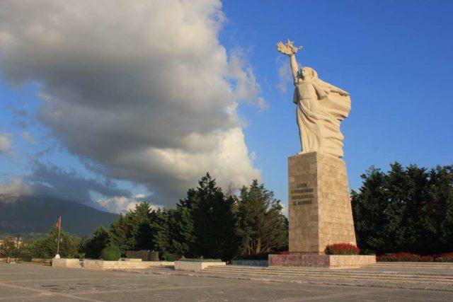 Кладбище мучеников и мать Албания