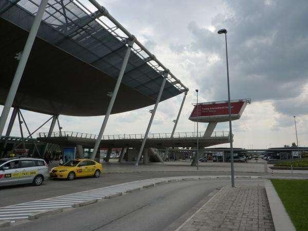 Такси в аэропорт Тираны