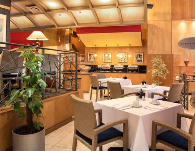 ресторан в Тиране
