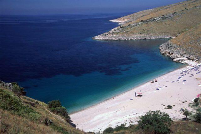 Пляж Святого Петра в заливе Ляльзит
