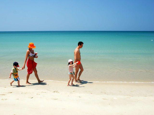 Отдых на пляже Банг Тао с детьми