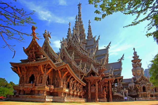 Фасад Храма Истины