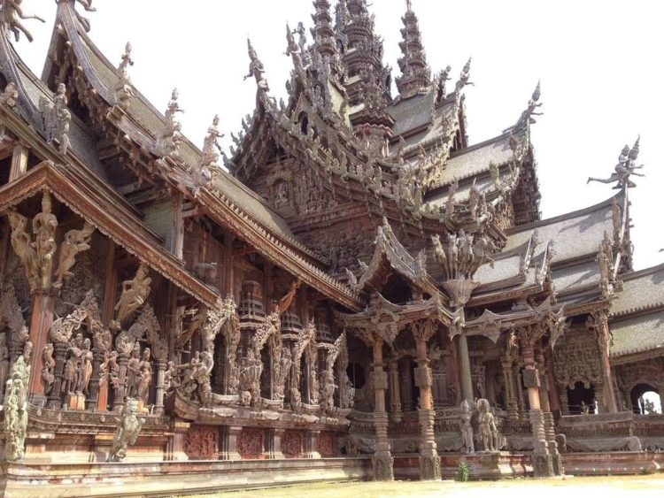 Вид на Храм Истины