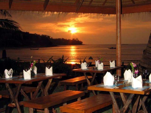 Кафе на пляже Камала