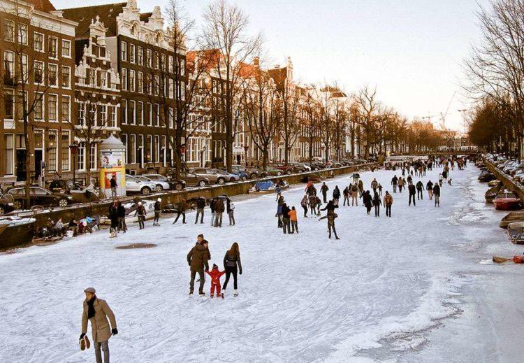 По каналам Амстердама на коньках