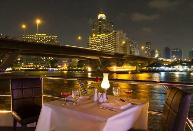 Ужин на корабле в Бангкоке