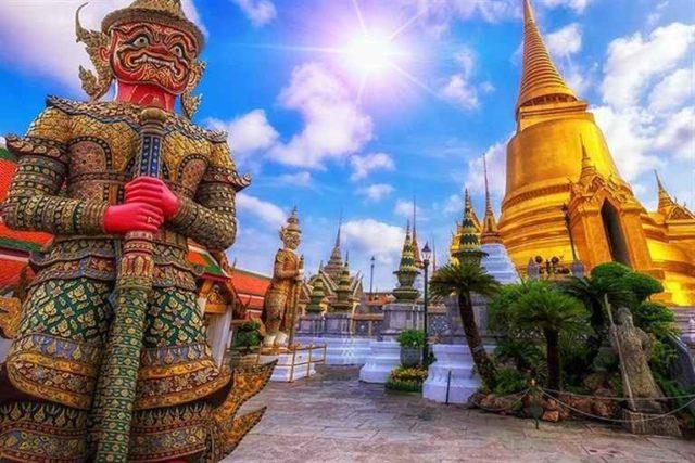 Стражники в Храме Изумрудного Будды