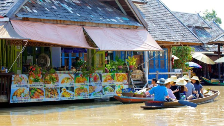 Кафе на плавучем рынке