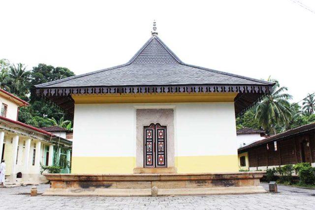 Храм Асгири Маха Вихарайя