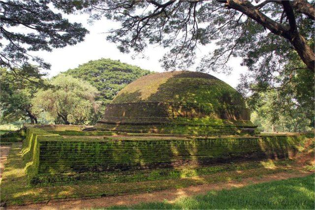 Древняя ступа Dambulla Somawathi Stupa