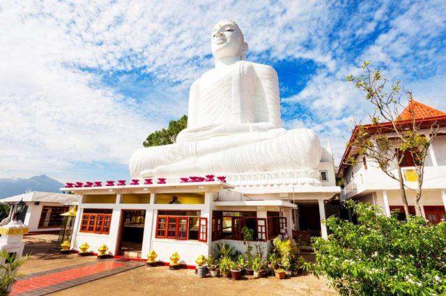 Храм со статуей Будды Бахирава Канда