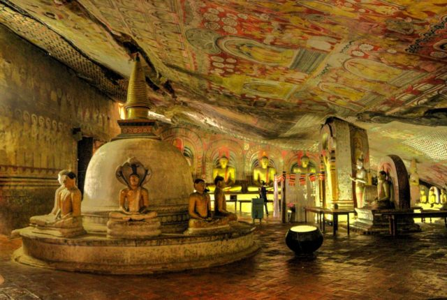 Пещерный храм Дамбуллы